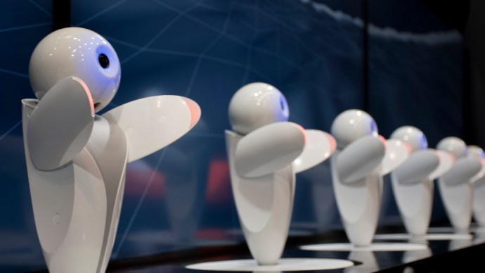robopin_fujitsu_forum_dancing_lineup_arms_raised_dance