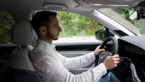 vw_touareg_driving