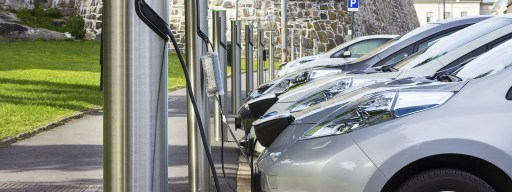 electric_car_charging_flow_battery_parked_cars