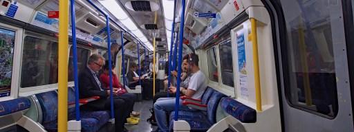 london_underground_live_tube_map_-_tube_carriage
