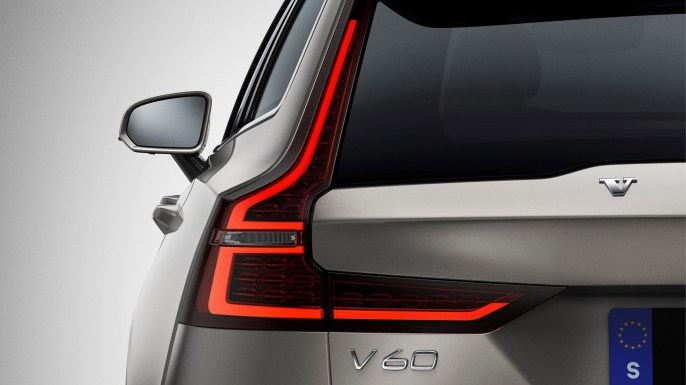 sponsored_new-volvo-v60-exterior_rear