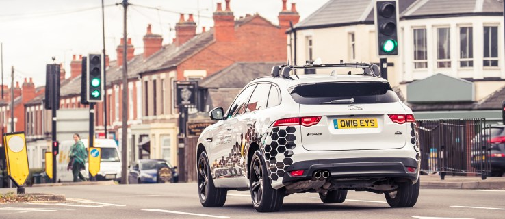 Jaguar Land Rover launches pioneering tech to avoid red lights