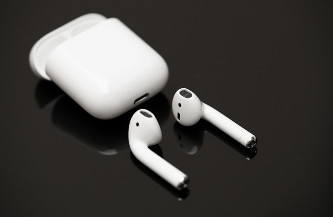 airpods only playing in one ear