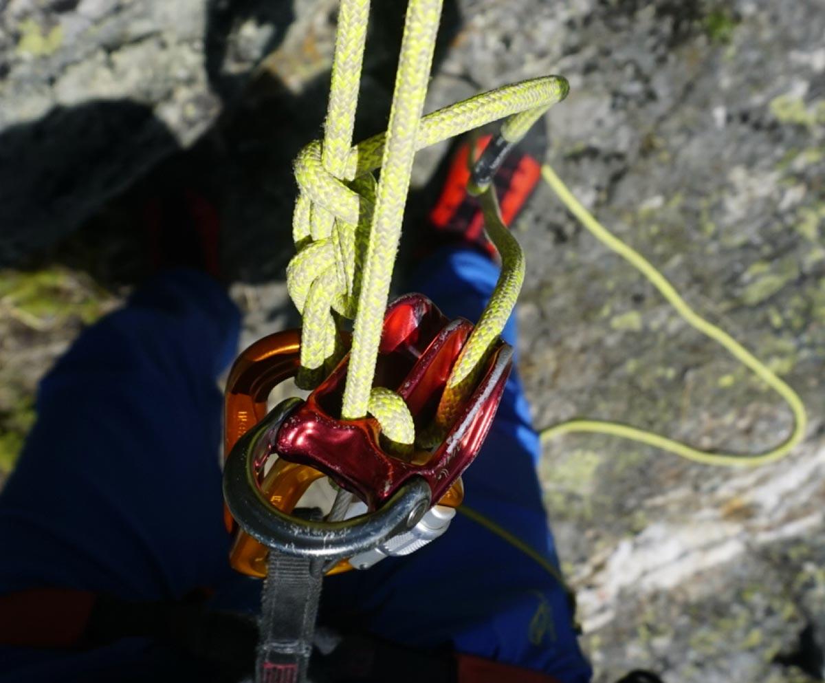 Dyneema in der Praxis, Abseilen mit Selbstseilrolle und Tuber | Alpine Kompetenz