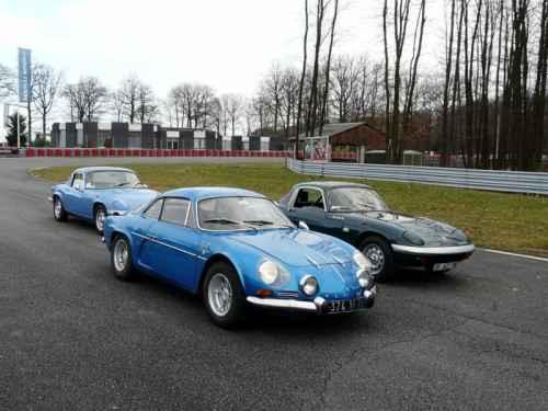 L'Alpine A110 face à la Lotus Elan