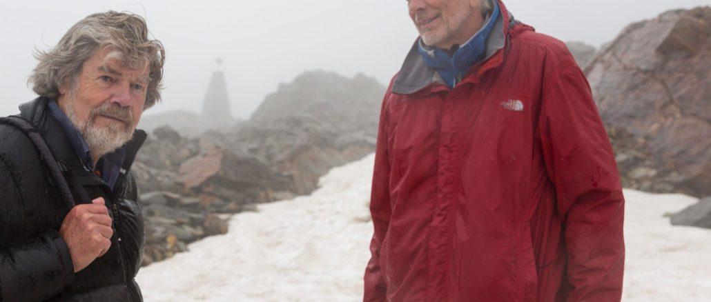Die beiden Zeitzeugen Reinhold Messner und Walter Leitner an der Fundstelle am Tisenjoch. // Foto: Ötztal Tourismus / Markus Geisler