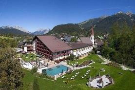 Hotel Klosterbräu. Gestern und heute: Das ehemalige Kloster beherbergt jetzt ein 5-Sterne-Hotel mitten in Seefeld