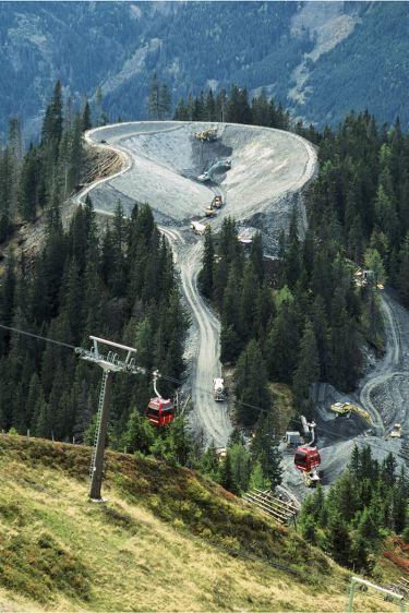 Um im Gipfel- und Gratbereich künstlich beschneien zu können, braucht es große Speicherseen, etwa oberhalb von Dorfgastein (Hohe Tauern) in 1800 m Höhe