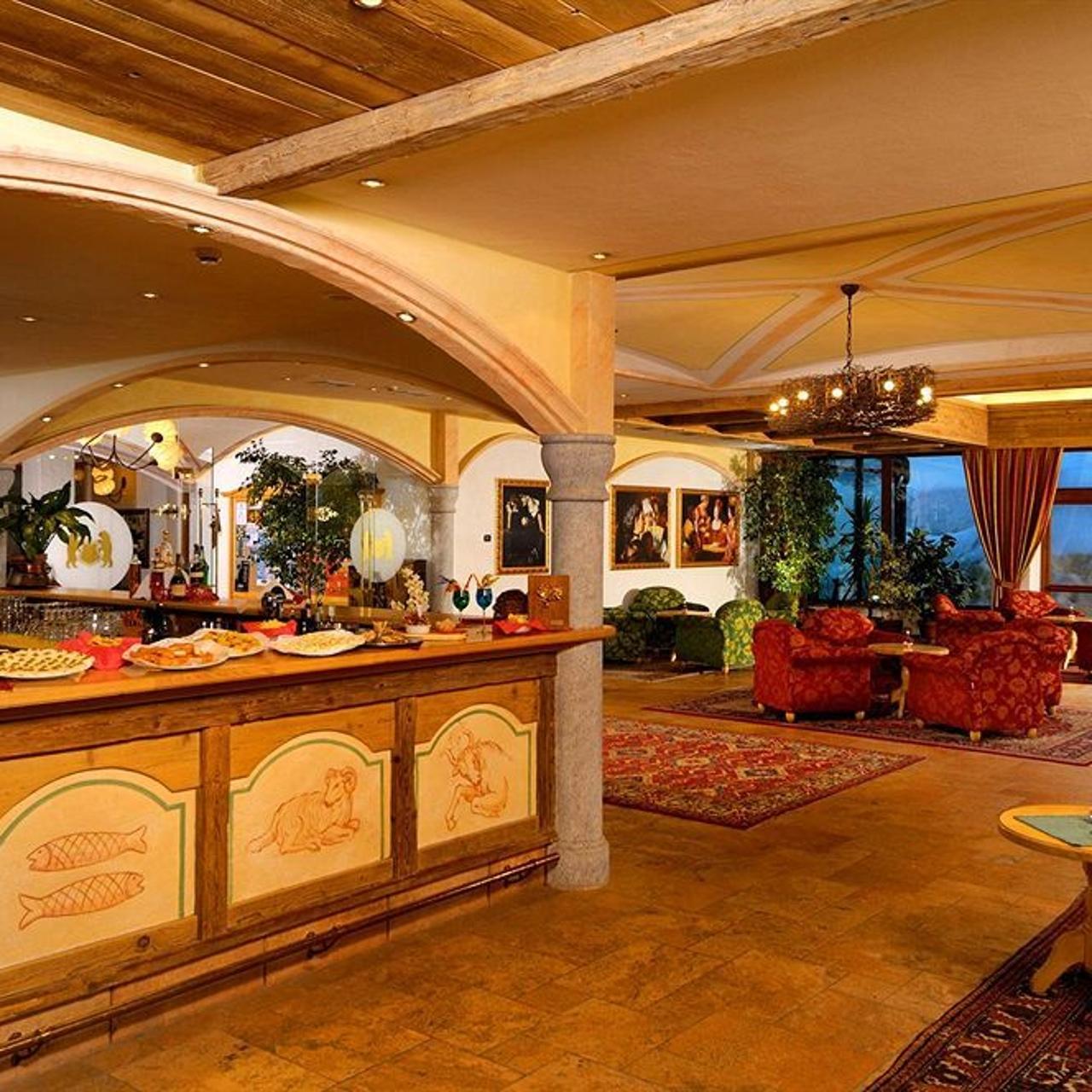 Carlo_Magno_Hotel_Spa_Resort-Madonna_di_Campiglio_Pinzolo-Hotel_bar-2-753664