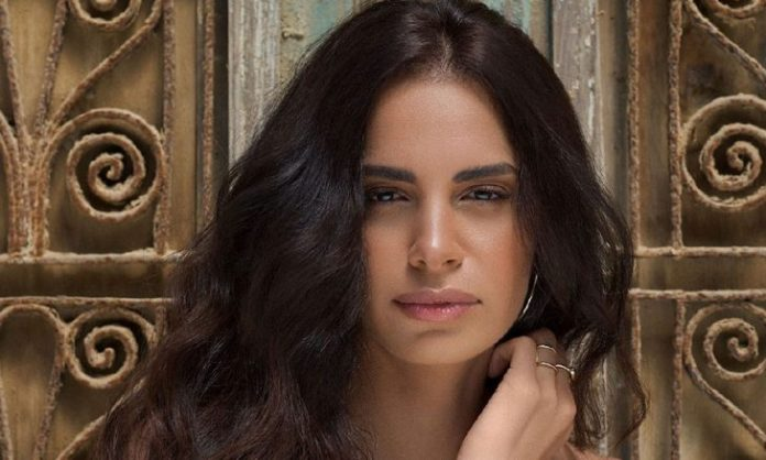 Egyptian singer Amal Maher complains to God and her fans what happened to her