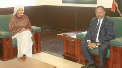 الدكتور عبدالله حمدوك مع المسؤولة الأممية أمينة محمد