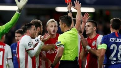 طرد الحكم لاعبين لاياكس في دقيقة واحدة خلال مواجهة تشلسي في دوري ابطال اوروبا