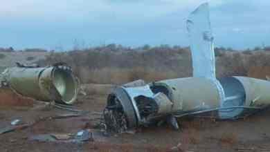 صورة لأحد الصواريخ التي سقطت قرب قاعدة عين الاسد الجزيرة مباشر