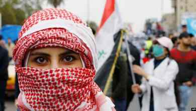 طالبة متظاهرة في بغداد - أ ف ب