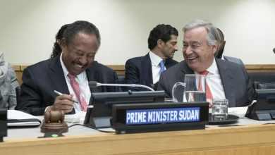 الأمين العام أنطونيو غوتيريس إلى جانب رئيس وزراء السودان الدكتور عبد الله حمدوك في الاجتماع الرفيع المستوى بشأن السودان
