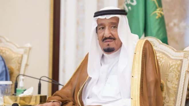 قال تقرير الصحيفة إن الملك سلمان، وولي عهده، الأمير محمد، يعزلان نفسيهما في موقعين منفصلين على ساحل البحر الأحمر ANADOLU AGENCY