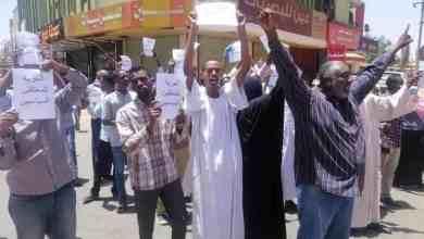 مظاهرة تطالب بإطلاق سراح رموز النظام البائد