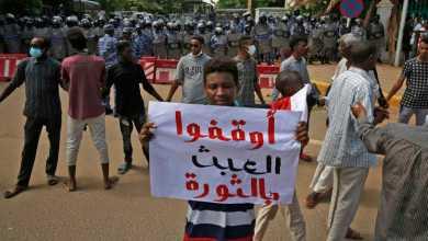 """مئات السودانيين يتظاهرون أمام مجلس الوزراء ضمن إطار """"مواكب جرد الحساب"""""""