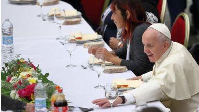 البابا في عشاء مع الفقراء في الفاتيكان عام 2019 MONDADORI PORTFOLIO