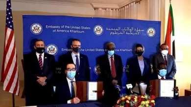 """وزير العدل د. نصر الدين عبد الباري يوقع على إعلان """"اتفاق إبراهام"""" فيما وقع عن الجانب الأمريكي وزير الخزانة الأمريكية السيد ستيفن منوشين"""
