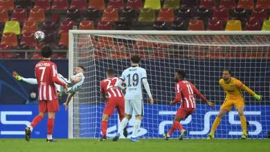 جيرو مهاجم تشيلسي يستعد لتسجيل هدف المباراة الوحيد في مرمى اتليتكو مدريد
