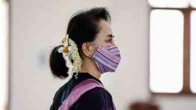 سان سو تشي في عيادة تلقي لقاح كورونا في 5 يناير/كانون الثاني. REUTERS