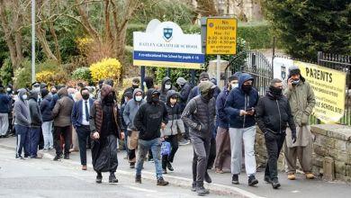 متظاهرون احتشدوا أمام مدرسة باتلي غرامر غربي يوركشاير يومي الخميس والجمعة PA MEDIA