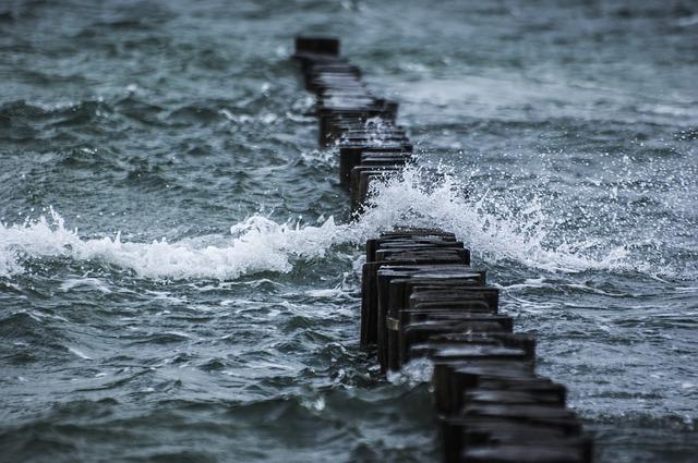 تفسير حلم رؤية الماء الراكد أو الجاري في المنام لابن سيرين