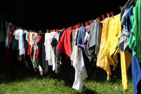 تفسير حلم تغيير الملابس او لبس ثوب ملون في المنام لابن سيرين