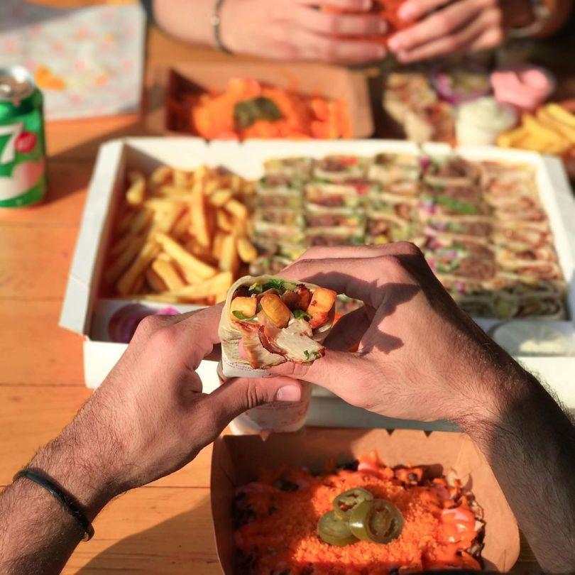 مطعم شاورما اند مور