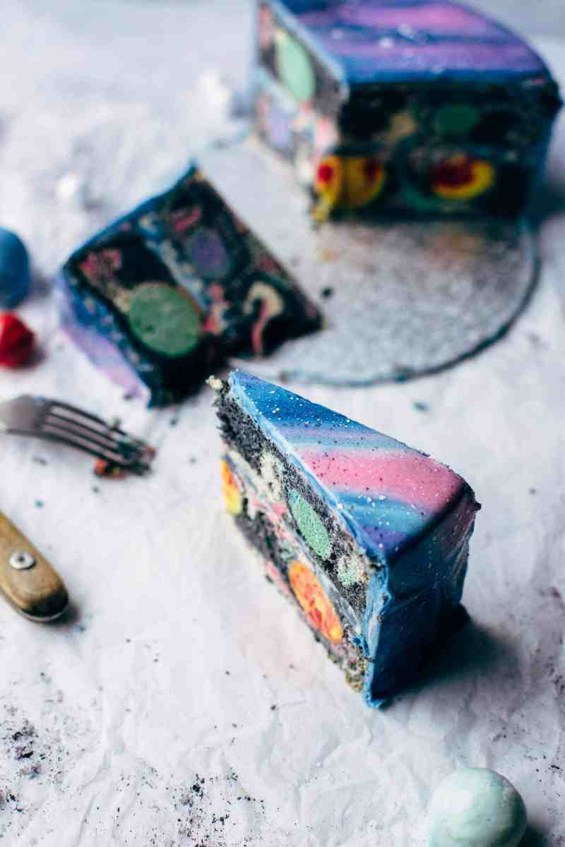 Mirror Glaze Galaxy Cake - Colors of Life #maximacomepass