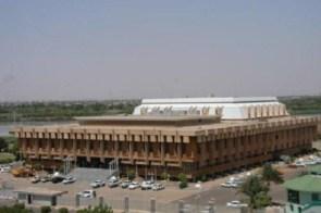 وزير الدفاع يكذِّب بيان الداخلية وينفى سماعه بالاعتداءات الاثيوبية