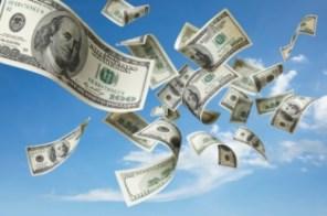 الدولار يسجل إرتفاعاً سريعاً وتوقعات بوصوله (50) جنيها خلال أيام