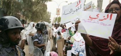 """واشنطن قلقة من مادة """" الزي الفاضح"""" بالقانون السوداني"""