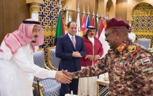 """دول الخليج تحجب """"الوقود والإستثمارات"""" وتتنافس لإيصال """"الاغاثة"""" إلى السودان"""