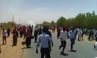 مئات الجرحى وإصابات خطيرة بعد إطلاق الامن الذخيرة على متظاهرين بالجنينة