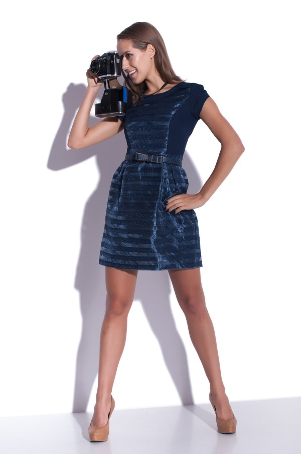 Sukienka szyfonowa mini granatowa modelka front
