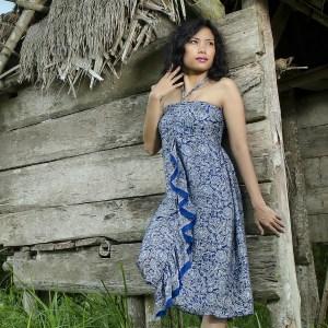 Robe midi en soie bleue Kintamani