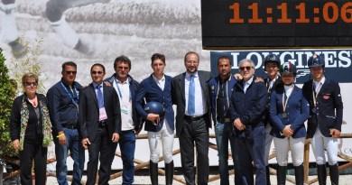 La squadra pugliese con al centro il presidente della Federazione Italiana Sport Equestri Andrea Paulgross