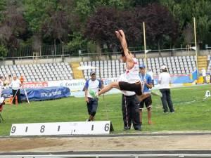 Angelo Marvulli impegnato in uno dei suoi salti