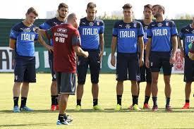 Gigi Di Biagio con i giocatori