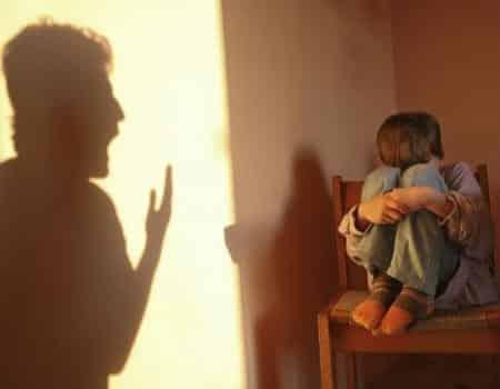 الإساءة للطفل تؤثر على علاجه من الاكتئاب