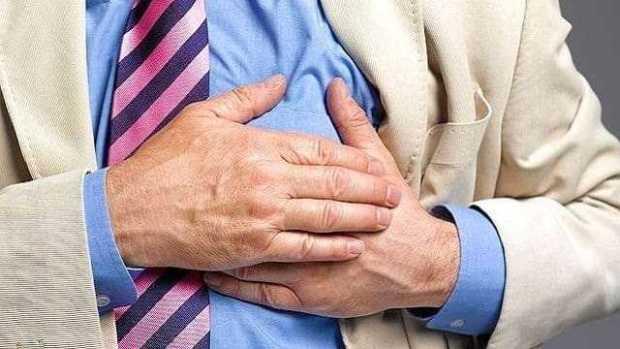 دراسة الإفراط فى تناول مكملات الكالسيوم يؤدى إلى نوبات قلبية-heart-attack-afp