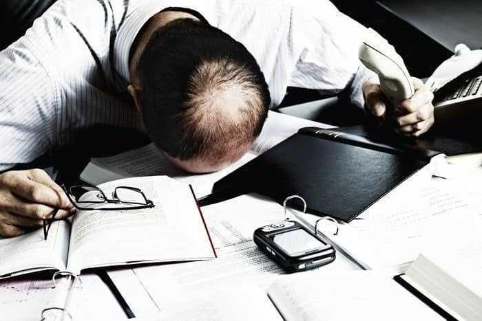 دراسة العمل لساعات طويلة يرفع من خطر الإصابة بأمراض القلب