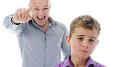 رعاية الآباء الزائدة لأبنائهم .. عندما يتغلب ضرر الشيء على نفعه