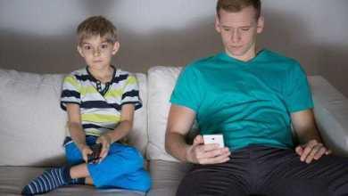 دراسة: الأجهزة الرقمية تؤثر على قوة العلاقات الأسرية