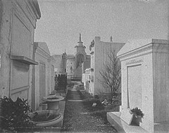 Alley 4 of St. Louis Cemetery #1