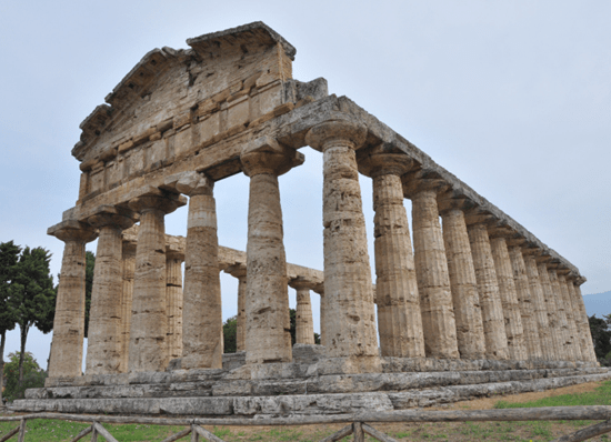 Collapsing building from ancient Roman civilization