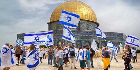 Jewish protesters with Israeli flags protesting in front of the Dome of the Rock on Temple Mount