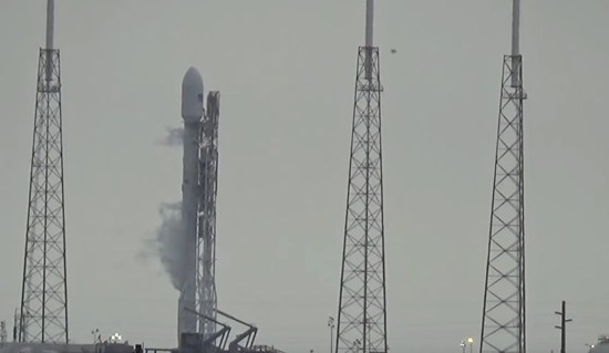 SpaceX Falcon UFO - right of tower